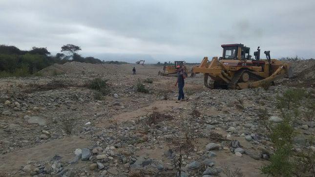 Descolmatación del rio Chorobal en La Libertad avanza en un 45%