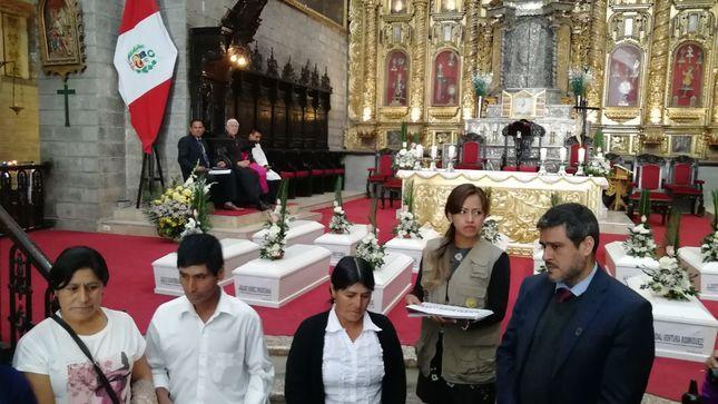 MINJUSDH restituye a familiares restos de 14 personas desaparecidas durante el periodo de violencia en Ayacucho