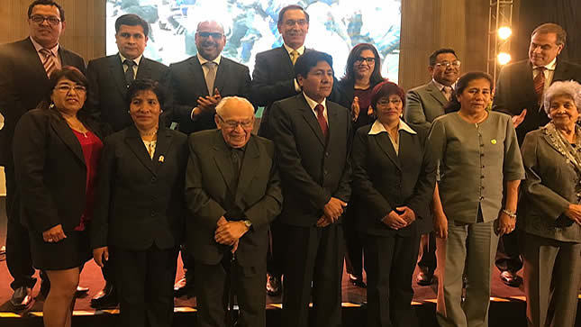 Presidente Vizcarra anuncia aumento de piso salarial de maestros de 2 mil a 2,200 soles para 2019