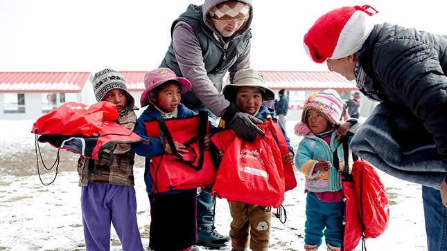 Minedu entrega kits de abrigo para contrarrestar las heladas en Apurímac