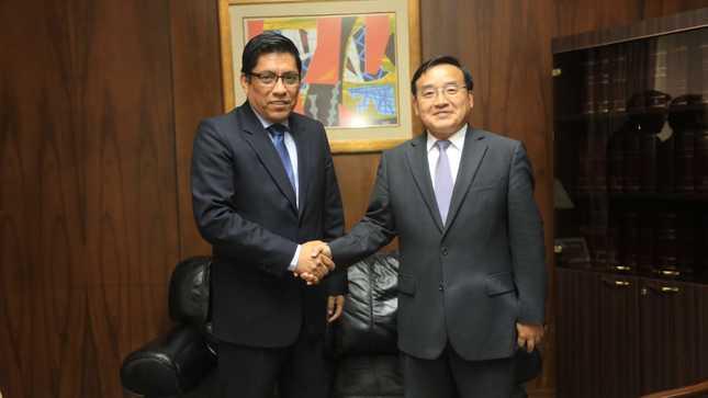 Titular del MINJUSDH se reunió con embajador de China