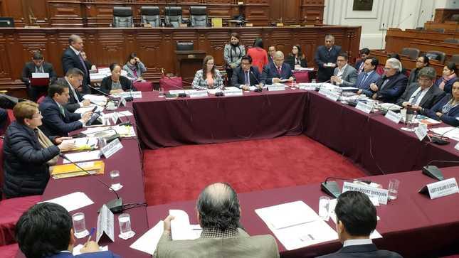 Ministro Zeballos: reforma constitucional busca fortalecer la democracia y recuperar la confianza de los ciudadanos