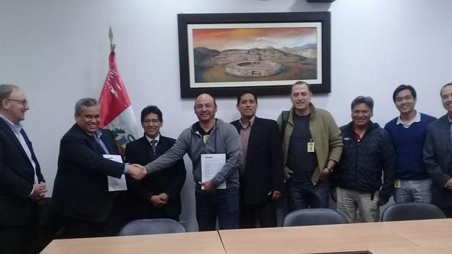 Minera Barrick Misquichilca firma convenio colectivo con su sindicato de trabajadores