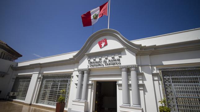 Standard fachada del ministerio  3  2