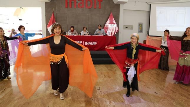 """Mimp: adultos mayores residentes del Inabif participaron de noche de karaoke """"Canta Conmigo"""""""
