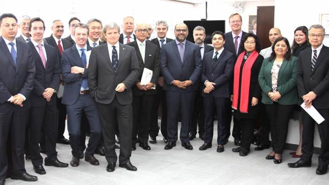 Ministro de Educación se reúne con 13 embajadores