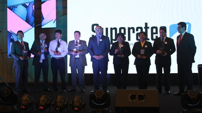 Minedu premia proyectos y buenas prácticas en Superatec 2018