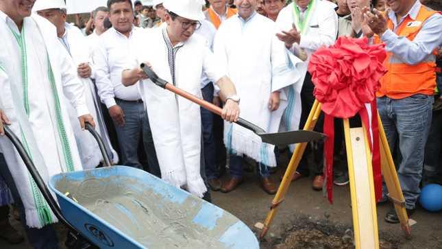 Ministro Edmer Trujillo colocó la primera piedra de la carretera Canchaque-Huancabamba en beneficio de 126.286 personas
